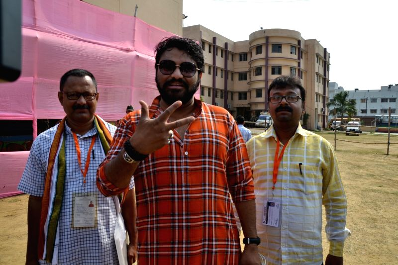 Asansol: Union Minister and BJP's Lok Sabha candidate from West Bengal's Asansol Babul Supriyo who is leading against Trinamool Congress' Moon Moon Sen, arrives at an election counting center during the ongoing counting of votes cast for the 2019 Lok
