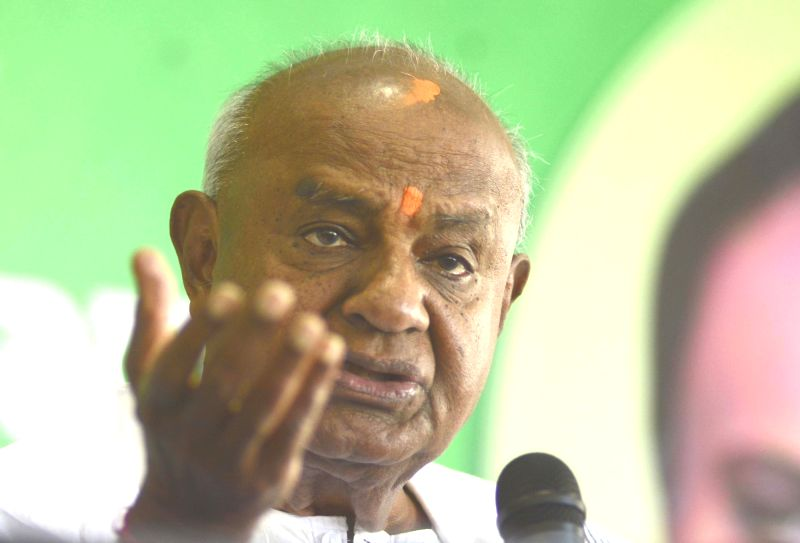 Bengaluru: Former Prime Minister and JD(S) chief HD Deve Gowda addresses a press conference in Bengaluru on Jan 5, 2019. (Photo: IANS)