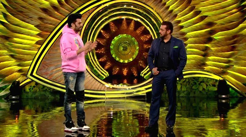 Maniesh Paul and Salman khan.
