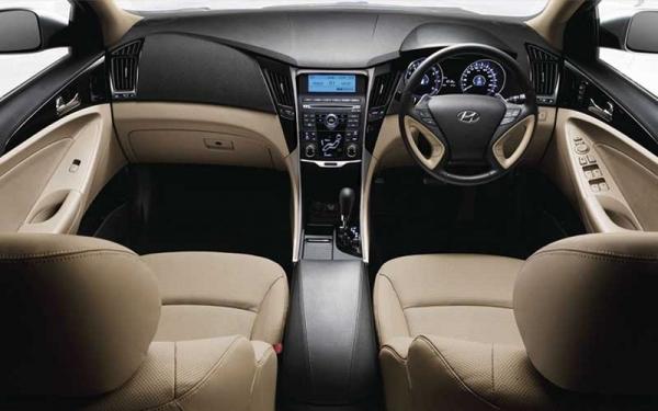 Hyundai Sonata dashboard view