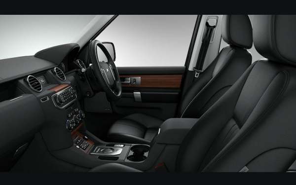 Land Rover Discovery SUV interior, dashboard & satnav | Carbuyer