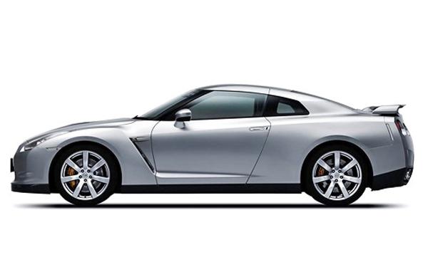Nissan GTR left  view