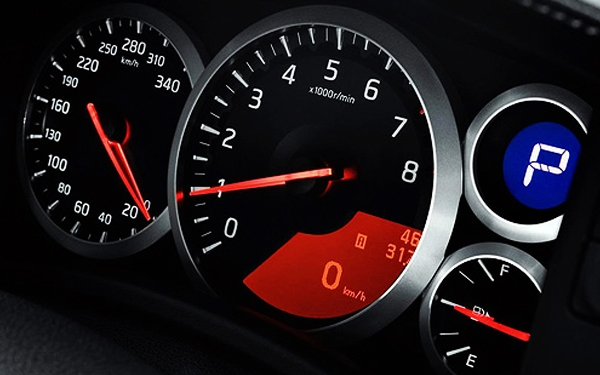 Nissan GTR tachometer
