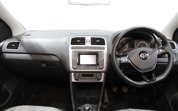 The interior of the Volkswagen CrossPolo Photo 2