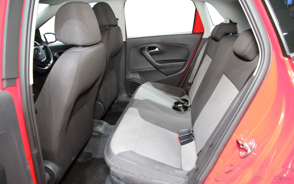 The interior of the Volkswagen CrossPolo Photo 1
