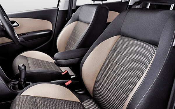 The interior of the Volkswagen CrossPolo Photo 3