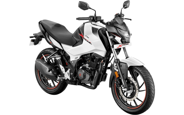 Hero Xtreme 160R Front Side View (Pearl Silver White)