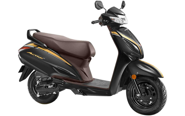 Honda Activa 6G Anniversary Edition Front Side View (Pearl Nightster Black)