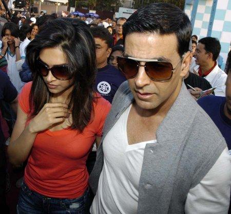 Akshay Kumar and Deepika Padukone at Lavasa Women's Drive ...