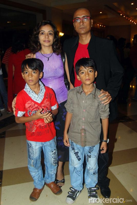 Wallpapers Amit Bhatt With His Family At Sab Tvs Team Celebrates Party