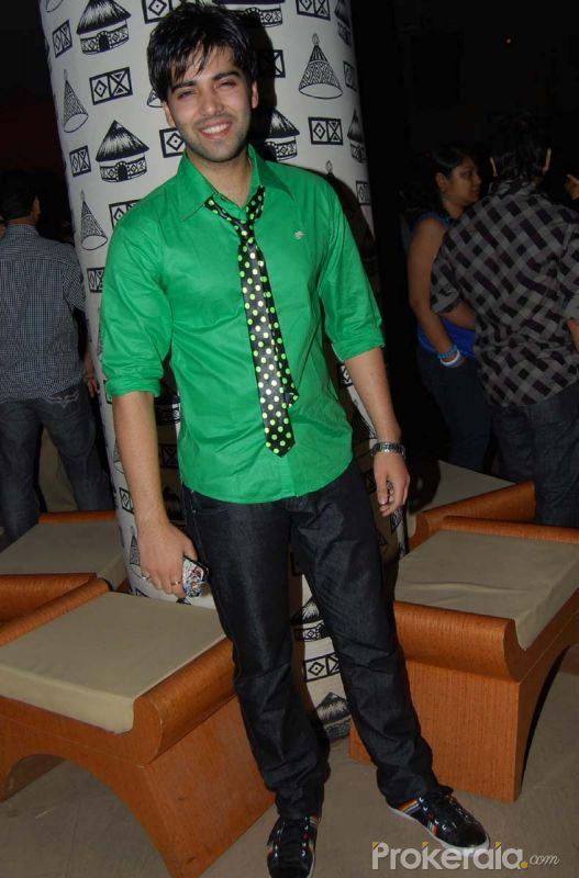 http://files.prokerala.com/gallery/pics/800/kinshuk-mahajan-at-the-biddai-serial-success-bash-9688.jpg