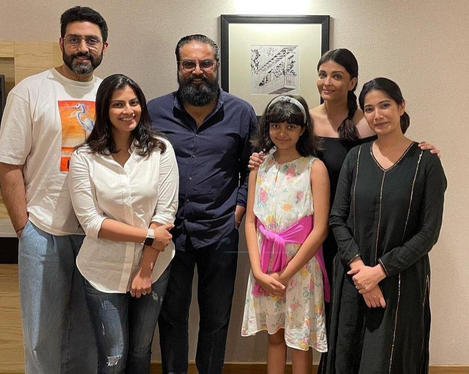 Aishwarya, Abhishek and Aaradhya meet Sarathkumar's family