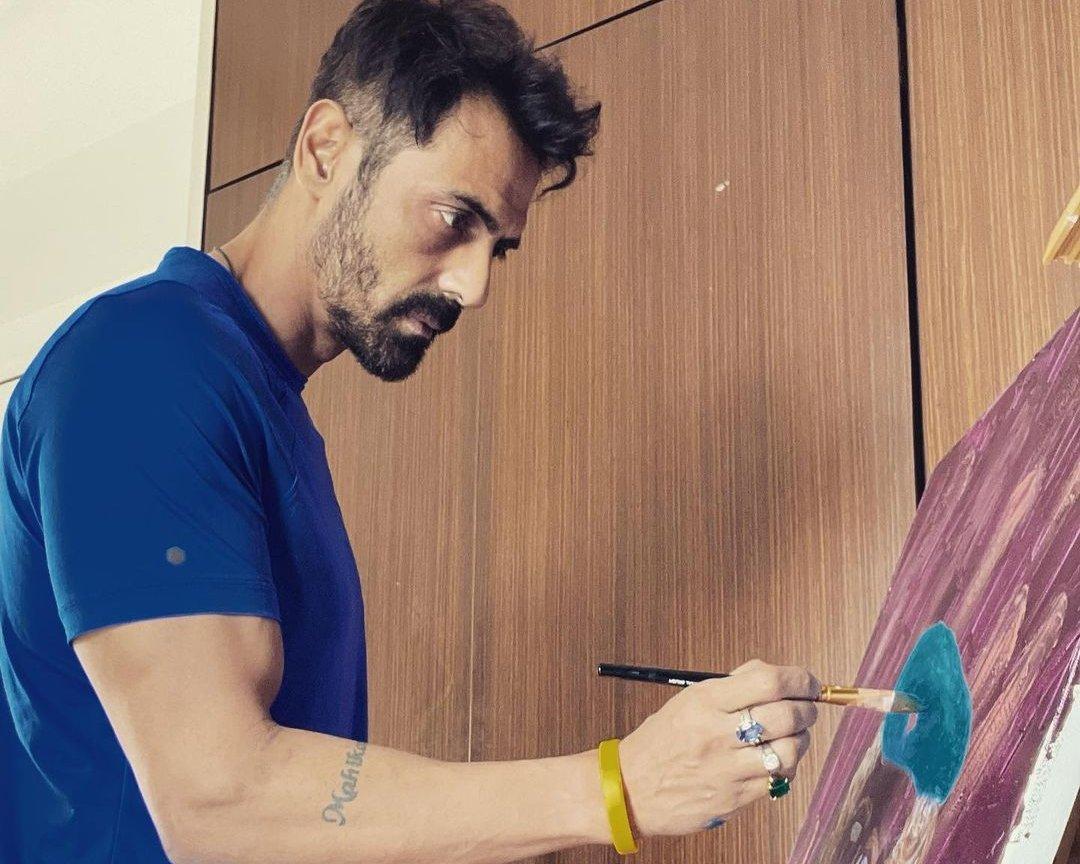 Arjun Rampal paints on canvas as he documents his quarantine life