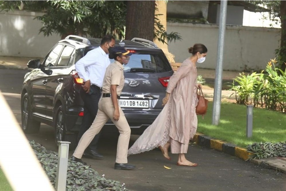 Deepika Padukone reached NCB office