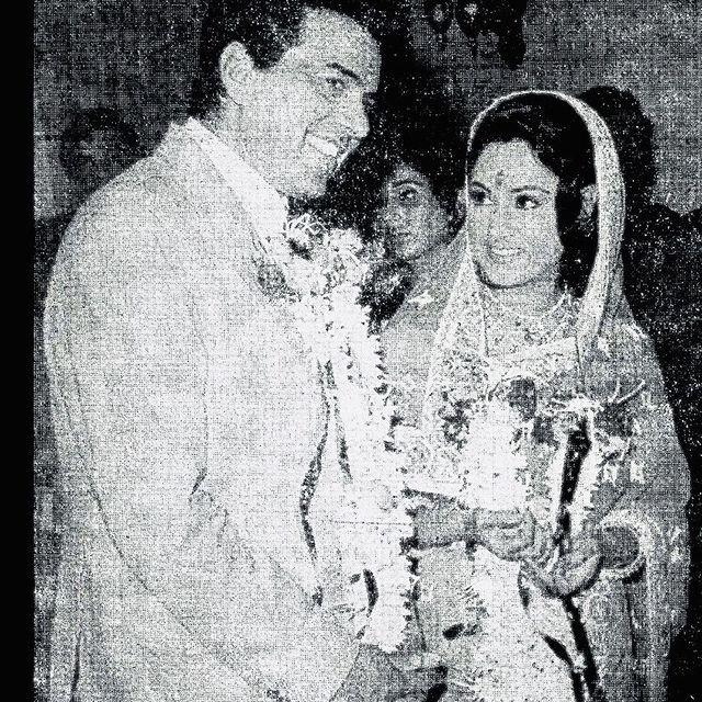 Dharmendra shares an old pic with Jaya Bachchan