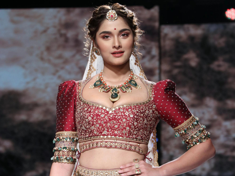 Saiee Manjrekar looks like a royal princess at Lakme Fashion Week 2020