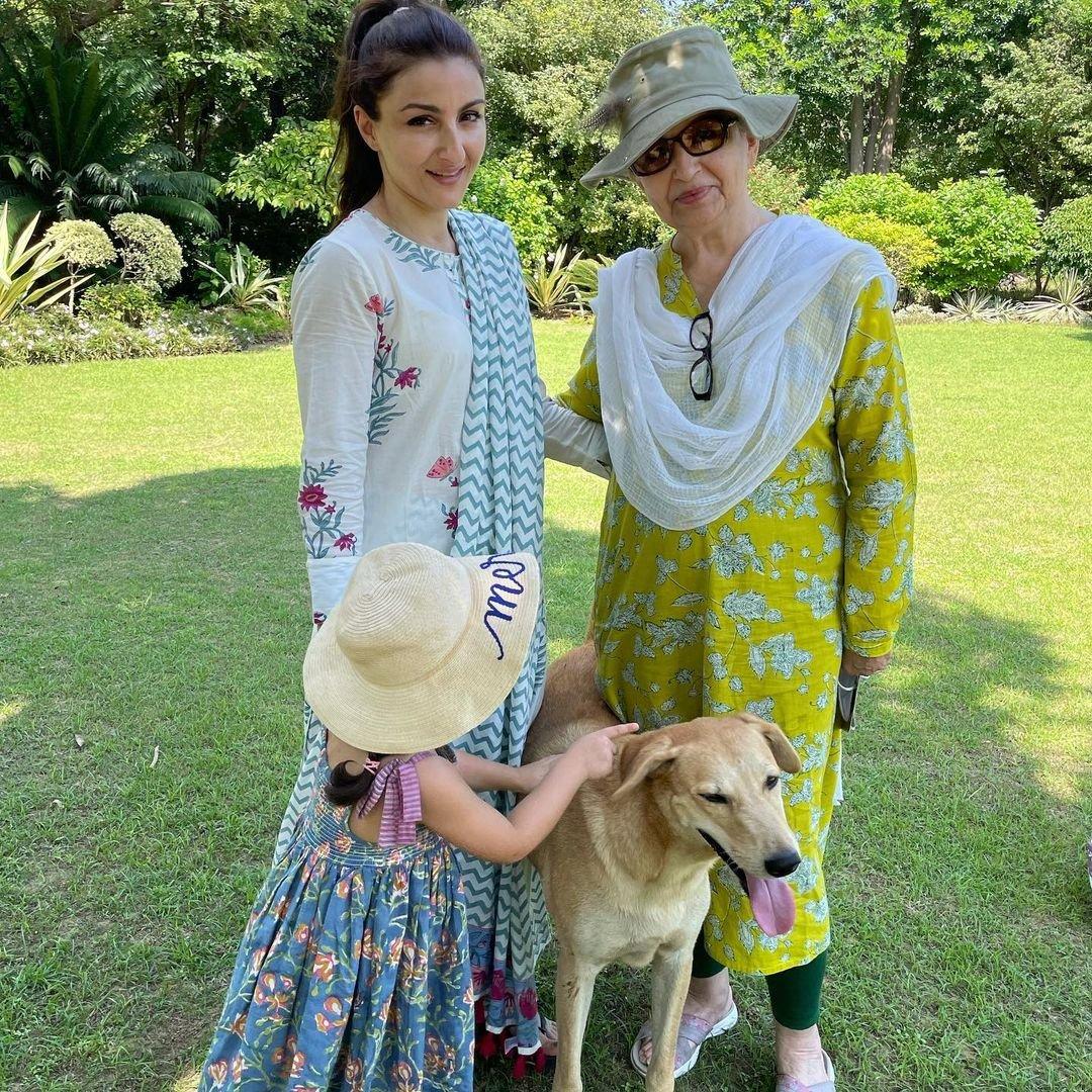 Soha Ali Khan plays scrabble with mom Sharmila Tagore, Inaaya writes letter to dad Kunal Kemmu