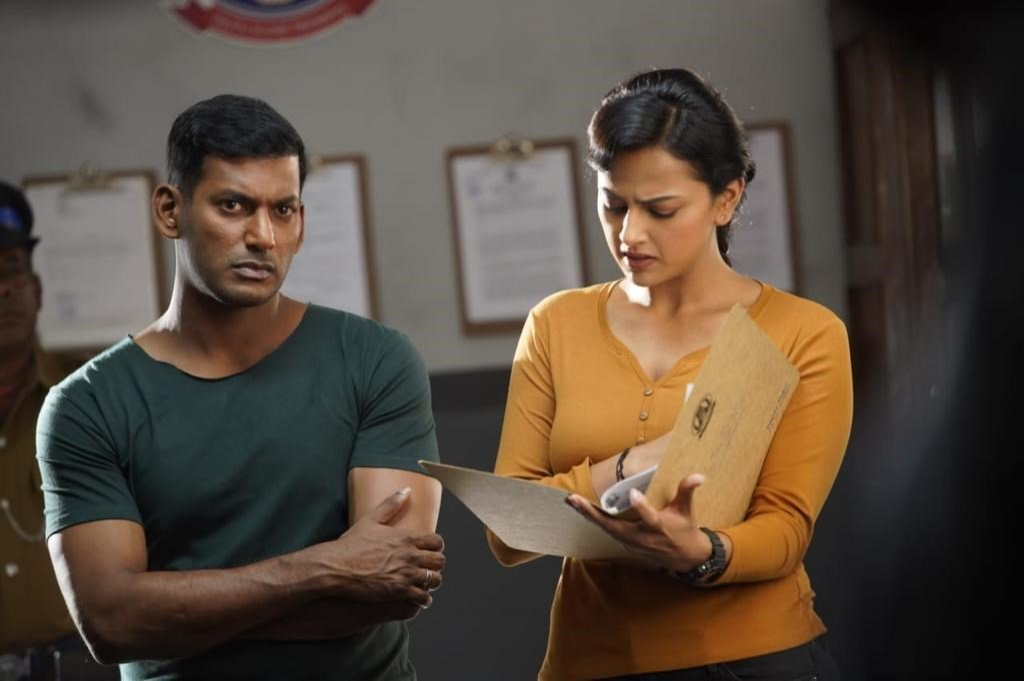 Vishal and Shraddha Srinath's Hindi dubbed film 'Chakra Ka Rakshak'