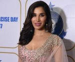 Sophie Choudry looks gorgeous in saree avatar, reminisces shoot life