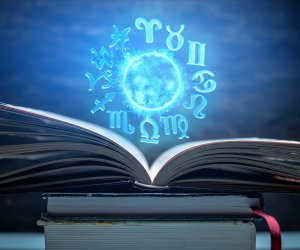 Horoscope Today: August 06, Thursday Daily Horoscope by Astrologer Manisha Koushik