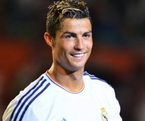 Ronaldo keeping fit inside multi-million dollar mansion