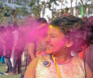 Holi 2018: Bollywood Celebrity Tips to clean off those stubborn Holi stains!!