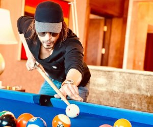 Shah Rukh Khan looks dapper as he gets sporty at the pool table