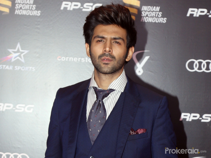 Makers to delete Kartik Aaryan's rape dialogue in 'Pati Patni Aur Woh' class=