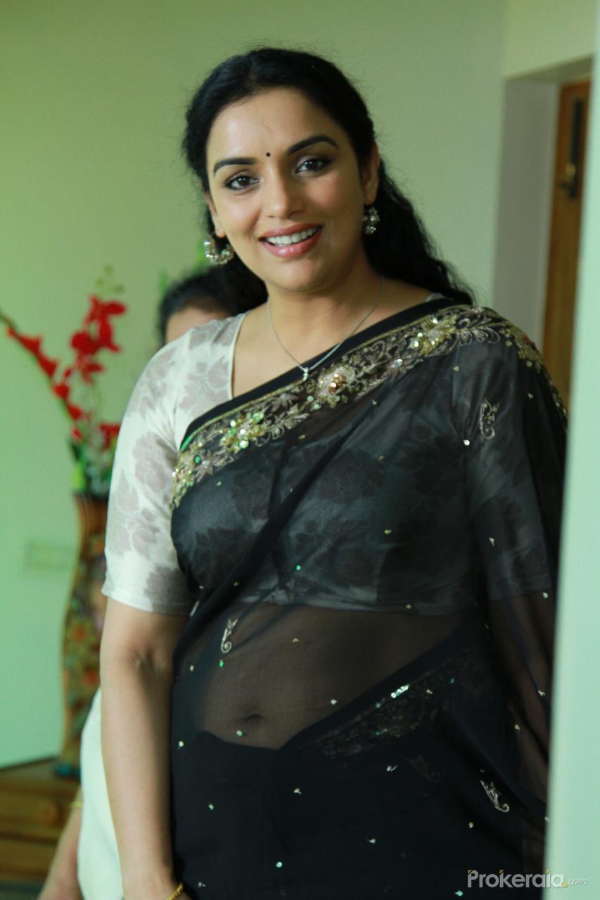 shwetha menon in movie dhanayathra wallpaper