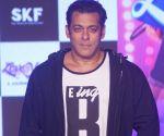 Salman Khan Perform Non-Stop On Dance+5 Sets