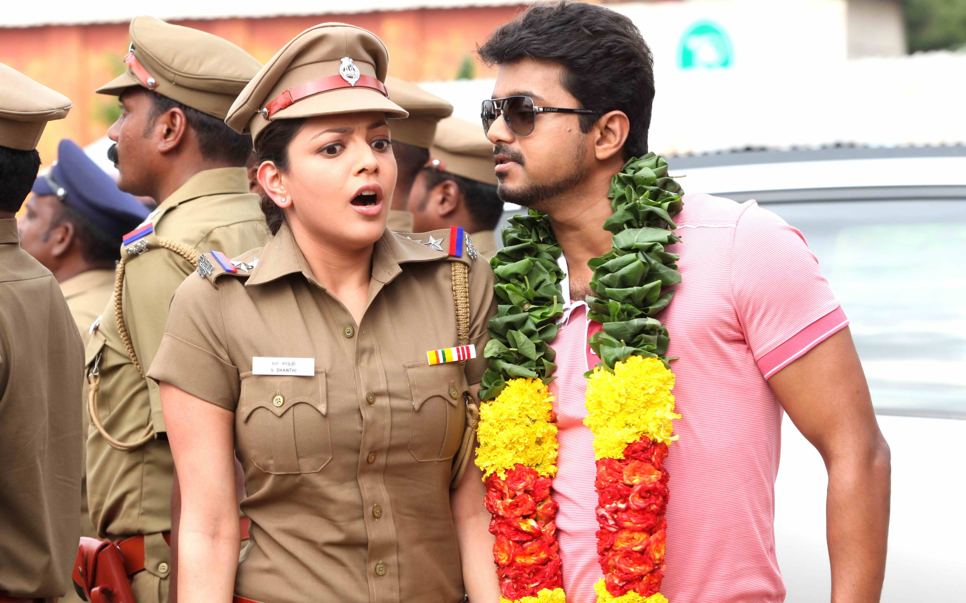 Vijay and kajal aggarwal in movie jilla still 2 download wallpaper altavistaventures Choice Image