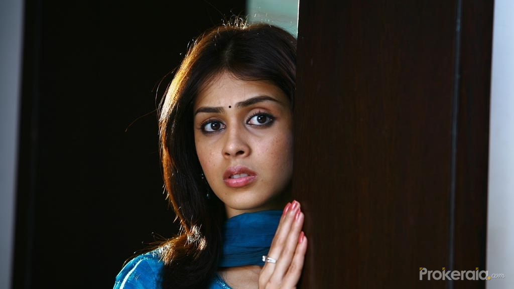 Genelia Dsouza in Uthama Puthiran | Uthama Puthiran Movie ...
