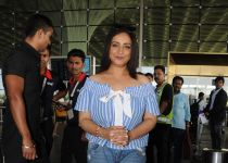 Divya Dutta Spotted At Airport- photos