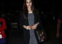 Kriti Sanon Spotted At Airport-photos