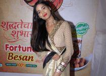 Poonam Pandey Came For Darshan At Andheri Cha Raja