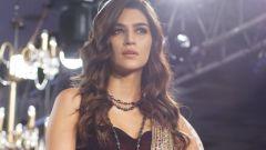 Kriti Sanon Walks The Ramp For Rocky S At Bombay Times Fashion Week
