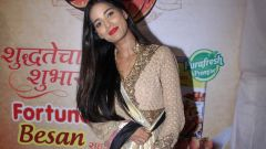 Poonam Pandey Came For Darshan At Andheri Cha Raja