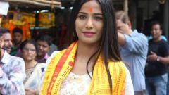 Poonam Pandey Visit Siddhivinayak Temple For Blessings