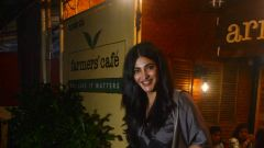 Shruti Hassan spotted at Farmer's Cafe in bandra