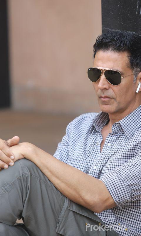 Actor Akshay Kumar Posses for Photo.