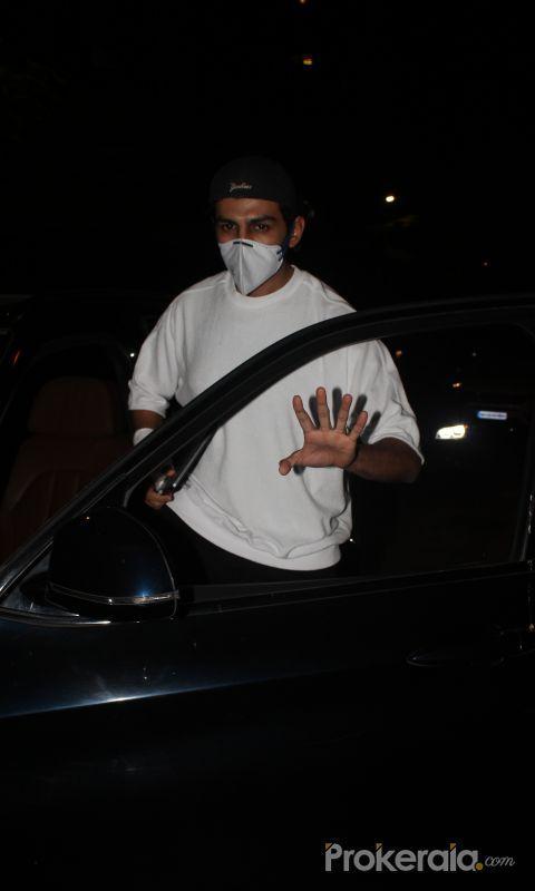 Actor Kartik Aryan spotted at juhu