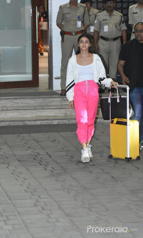 Actress Alia Bhatt snapped at airport in Kalina