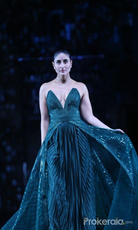 Actress Kareena Kapoor walks the ramp at Lakme Fashion grand finale