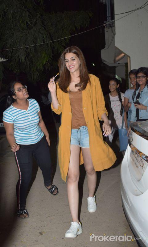 Actress Kriti Sanon seen kromakey juhu.