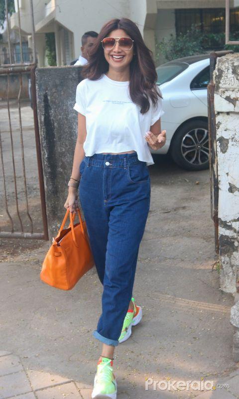 Actress Shilpa Shetty seen at kromakey juhu.