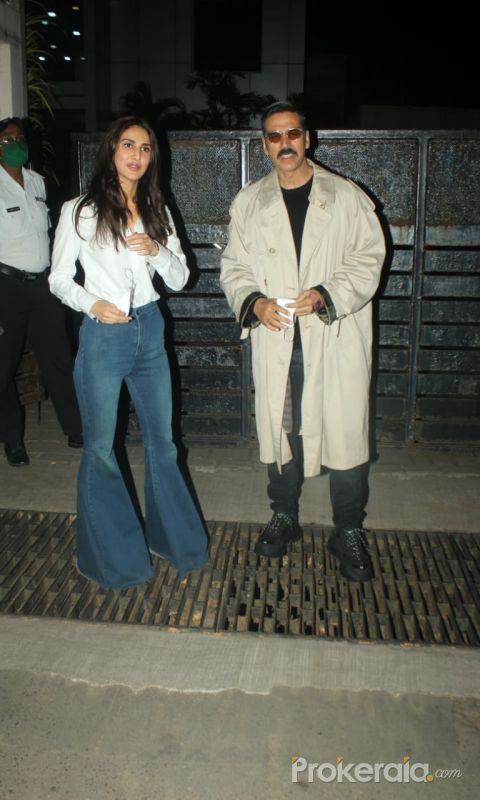 Akshay Kumar and Vaani Kapoor stylishly arrive back in Mumbai wearing Bell-bottoms