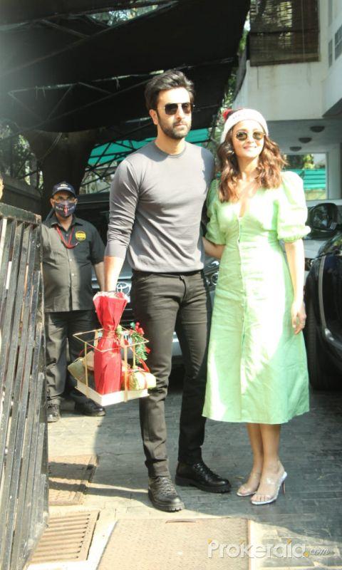 Ranbir Kapoor and Alia Bhatt At Shashi Kapoor's House For Xmas Brunch