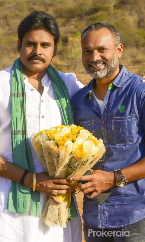 Director Daya at Katamarayudu Sets