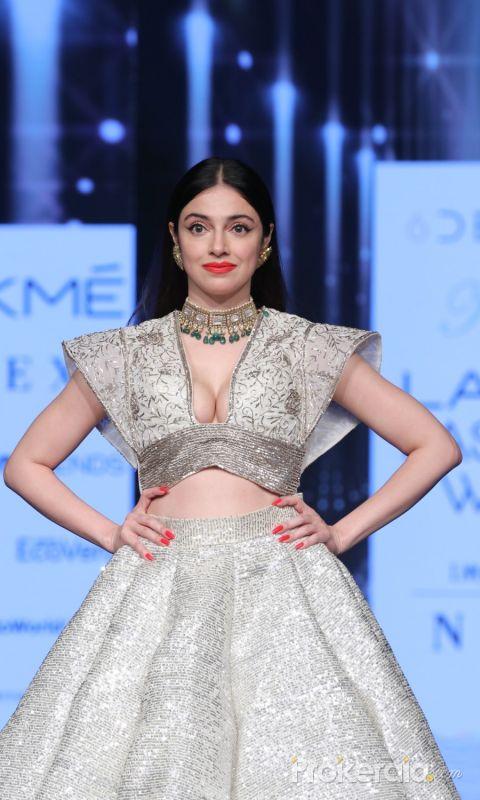 Actress Divya Khosla Kumar On Ramp In Lfw Sr 2020