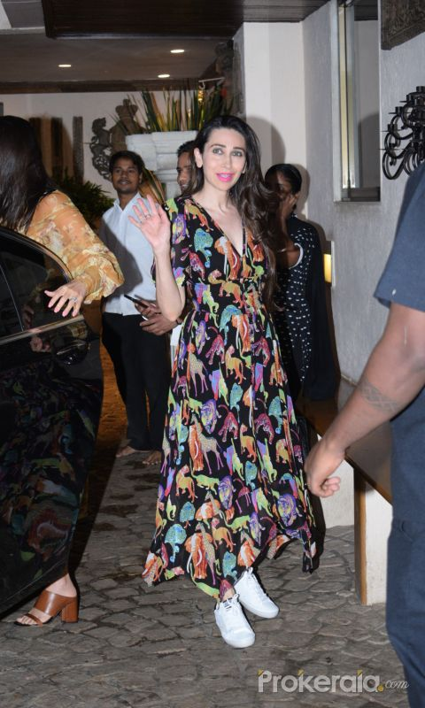 Karishma Kapoor spotted at anil Kapoor's house in juhu